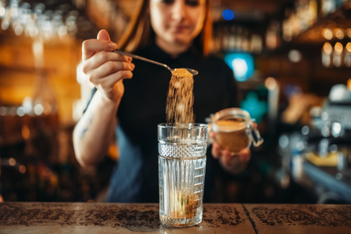 Cocktail Etiquette: The One Rule You Should Never Break